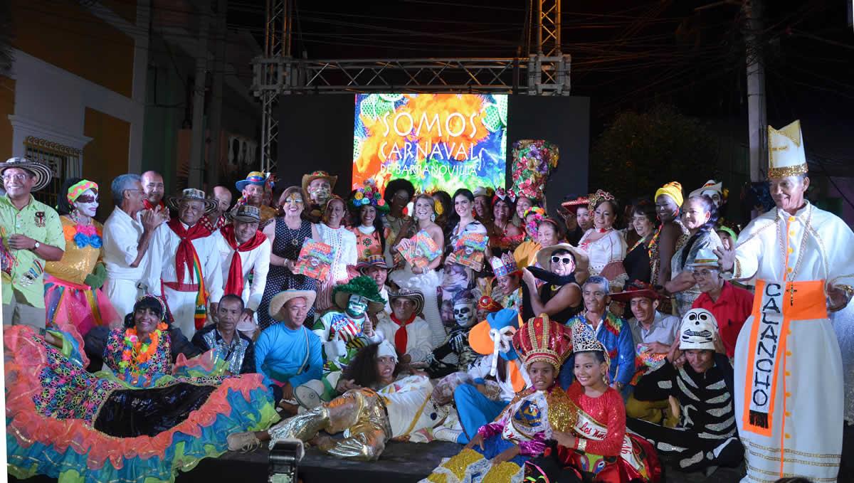 Artistas del Carnaval presentaron su libro con lecturas dramatizadas