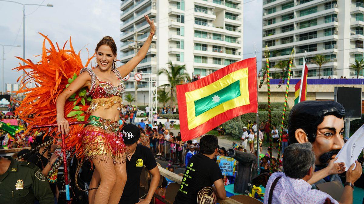 La Reina Stephanie Mendoza prendió el Carnaval de Barranquilla en Cartagena