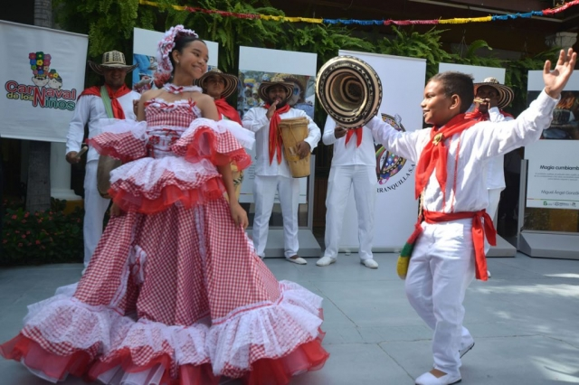 Reyes del Carnaval de los Niños 2017, bailan su primera cumbia