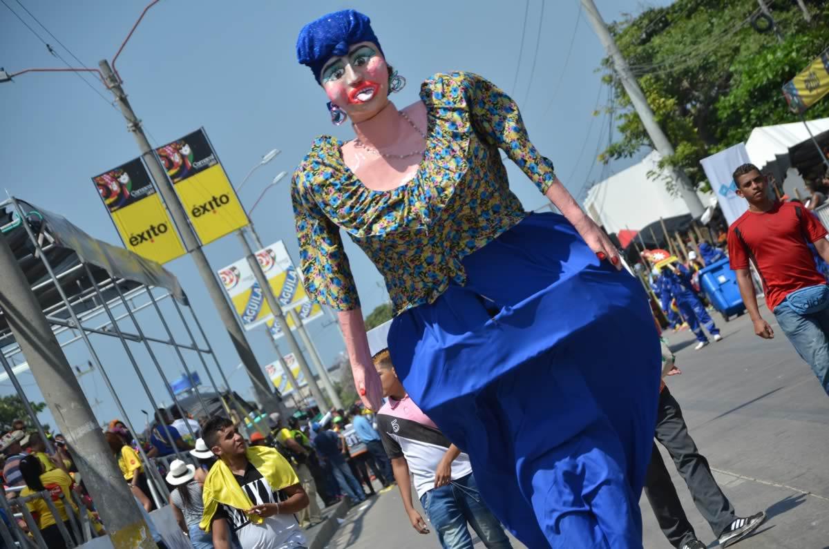 Disfraces las gigantonas carnaval de barranquilla for Disfraces cabezones