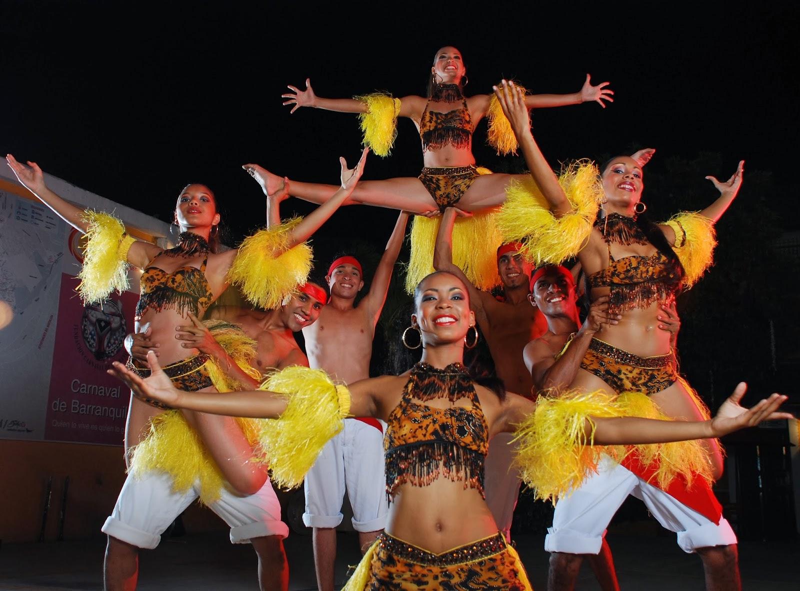 Varios bailarines haciendo coreografía de mapalé