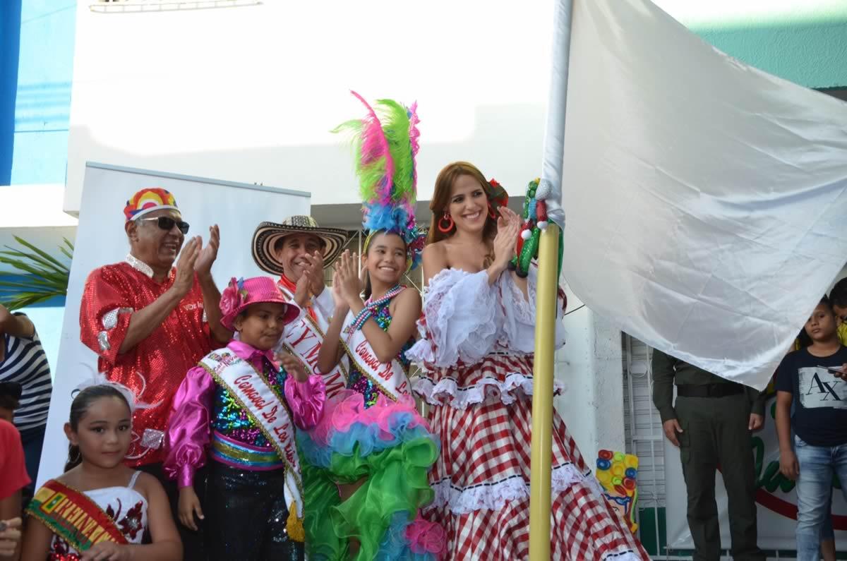 Alejandra y Gabriel izaron la bandera del Carnaval de los Niños 2017, un homenaje a la paz y la alegría de Colombia