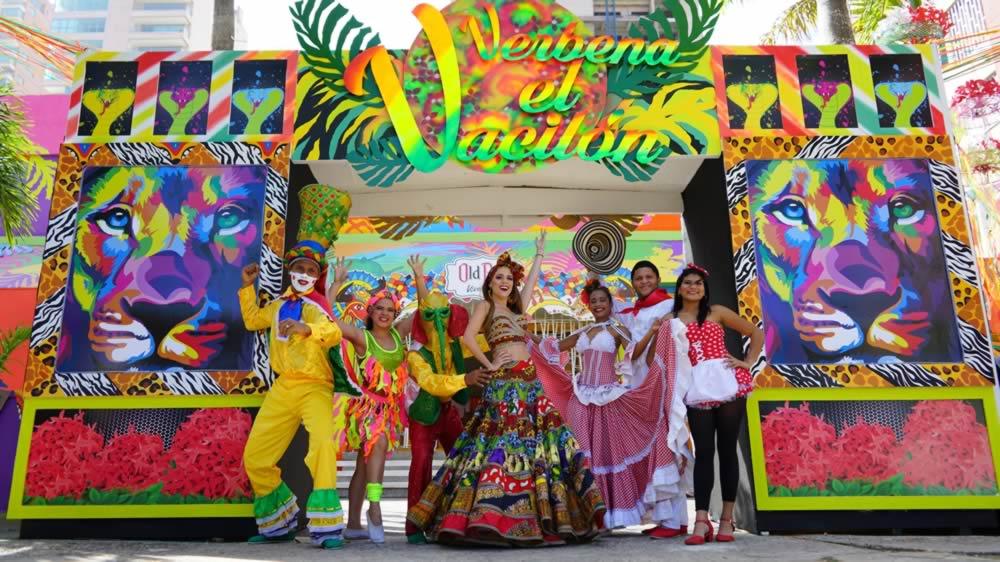 Stephanie Mendoza rinde homenaje a las verbenas del Carnaval en su Palacio Real
