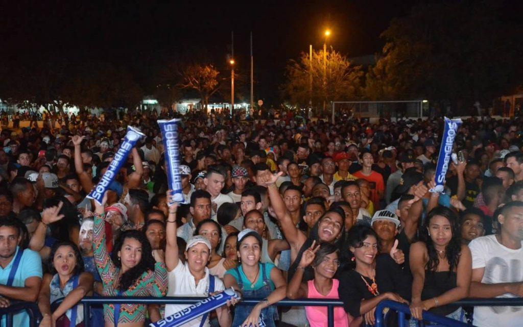 Viernes de Reina y Noche de Orquestas, cancha La Magdalena.