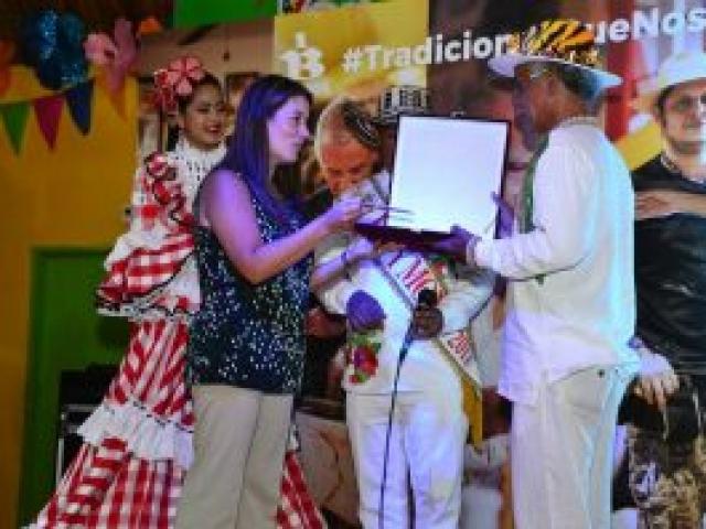 Un artesano nacido en Galapa Atlántico, hace 71 años, es quien hoy le da vida a la Comparsa Selva Africana en el Carnaval de Barranquilla.