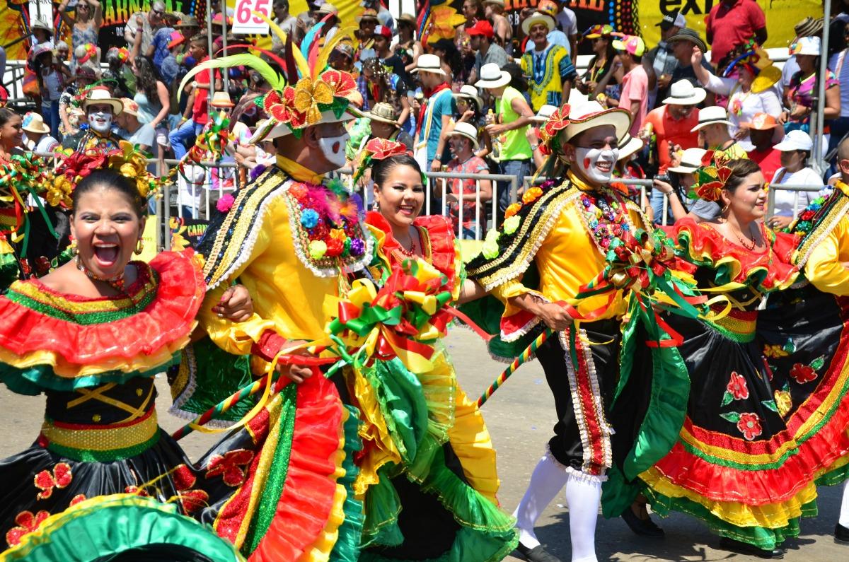 El carnaval de barranquilla se toma el parque mundo for Mejores carnavales del mundo