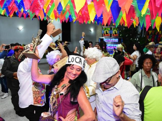 Los hacedores del Carnaval celebraron su Congo de Oro en una gran verbena.