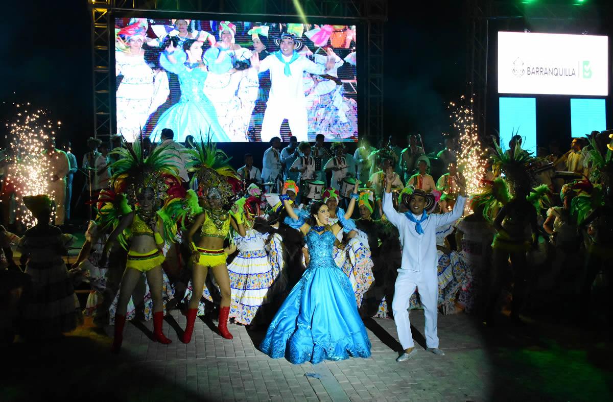 La muestra folclórica contó con 300 bailarines en escena.