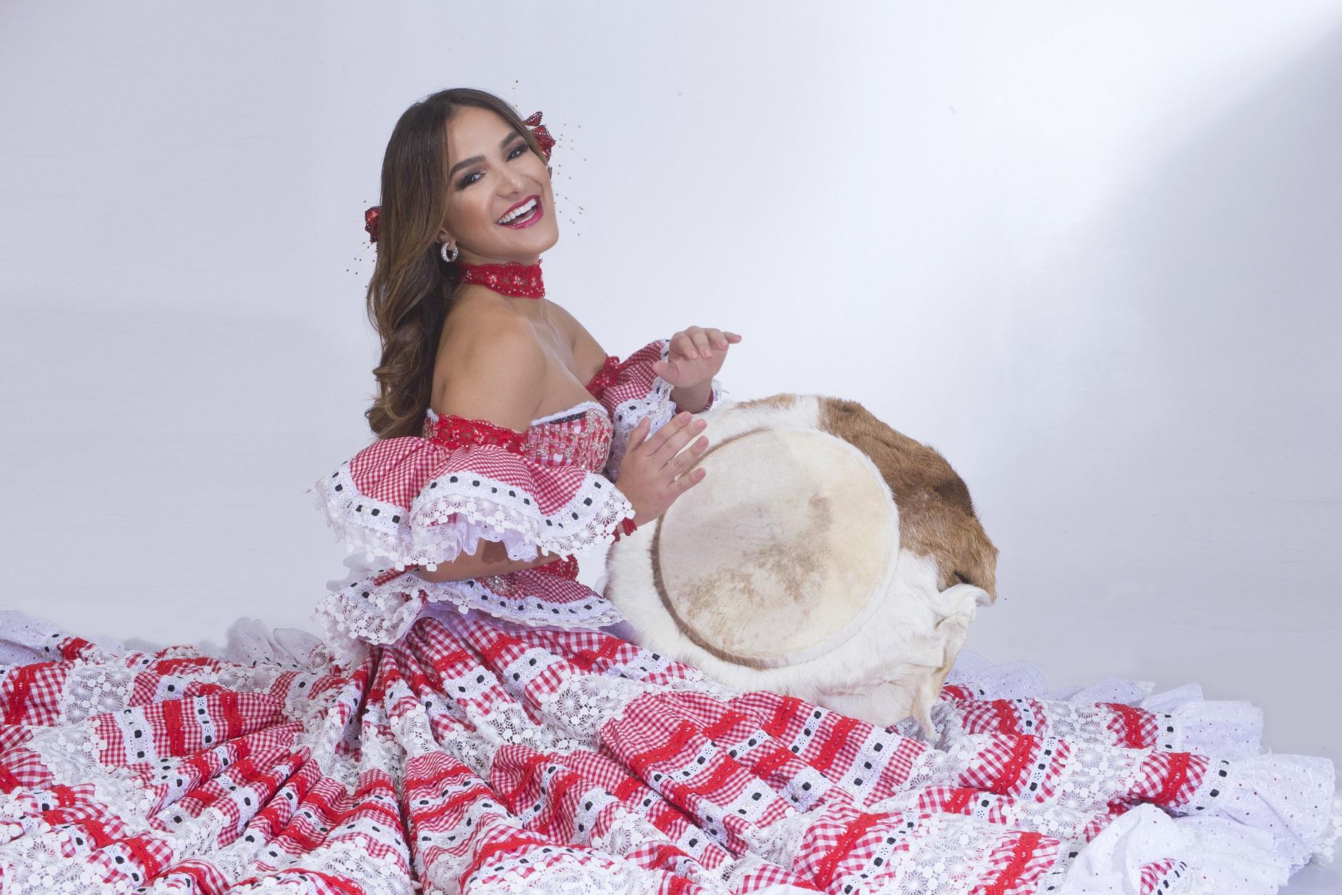 La Reina Valeria lleva la alegría del Carnaval de Barranquilla al Festival Cuna de Acordeones