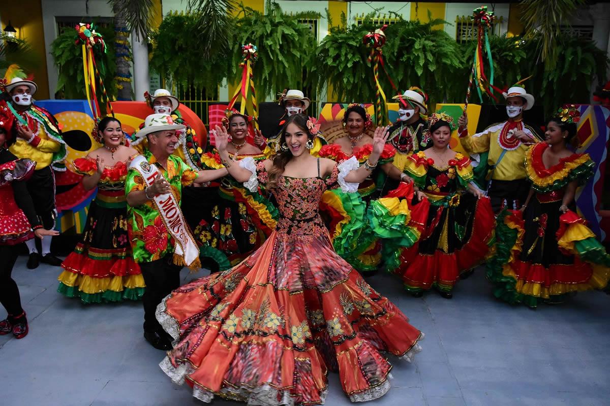 Valeria celebró su cumpleaños con salseros y hacedores del Carnaval