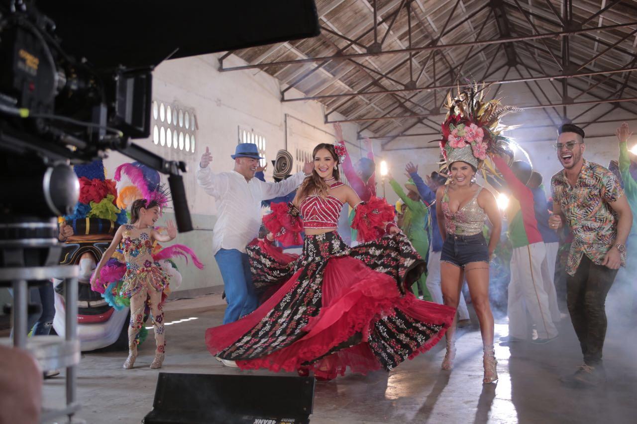 La Reina Valeria graba su video entre danzas y sitios muy barranquilleros