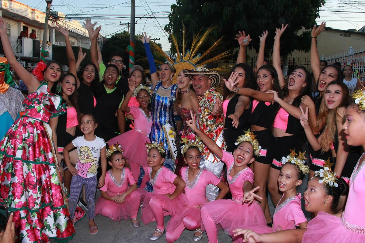 Se prendió el Carnaval en los barrios de Barranquilla con las reinas populares