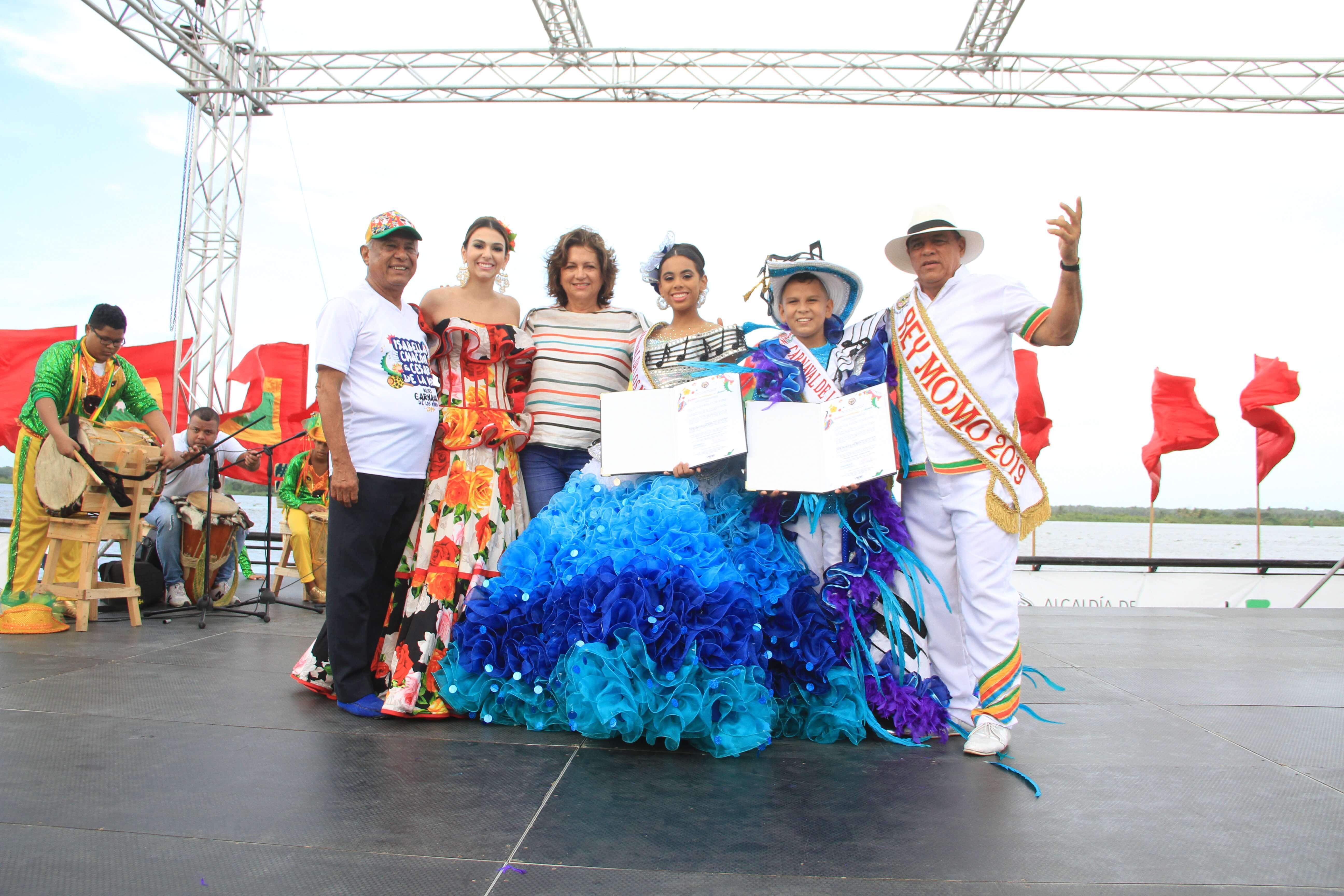Con homenaje a Esthercita Forero, Reyes del Carnaval de los Niños recibieron decretos