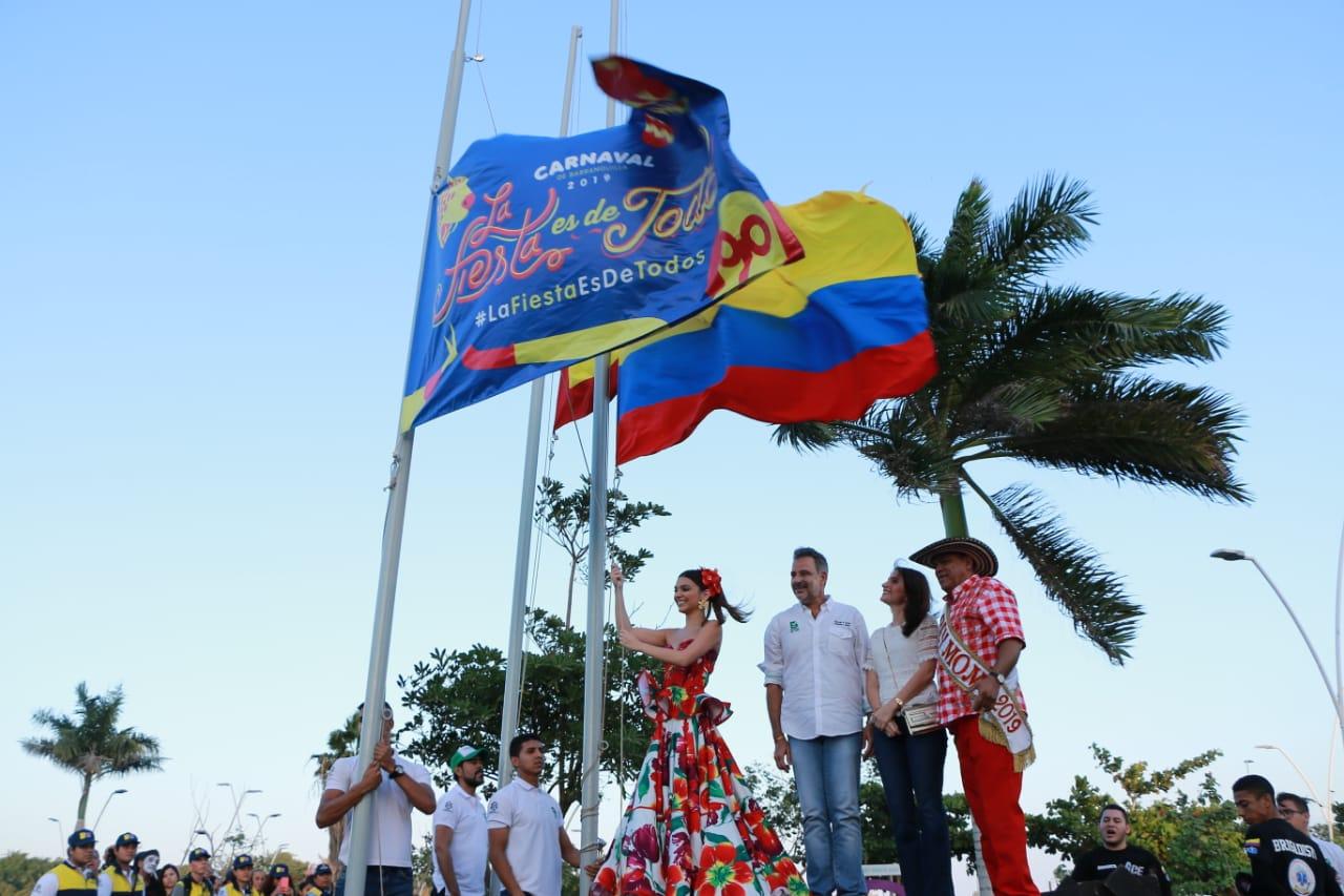 Con homenaje a la Policía Nacional se izó bandera del Carnaval 2019