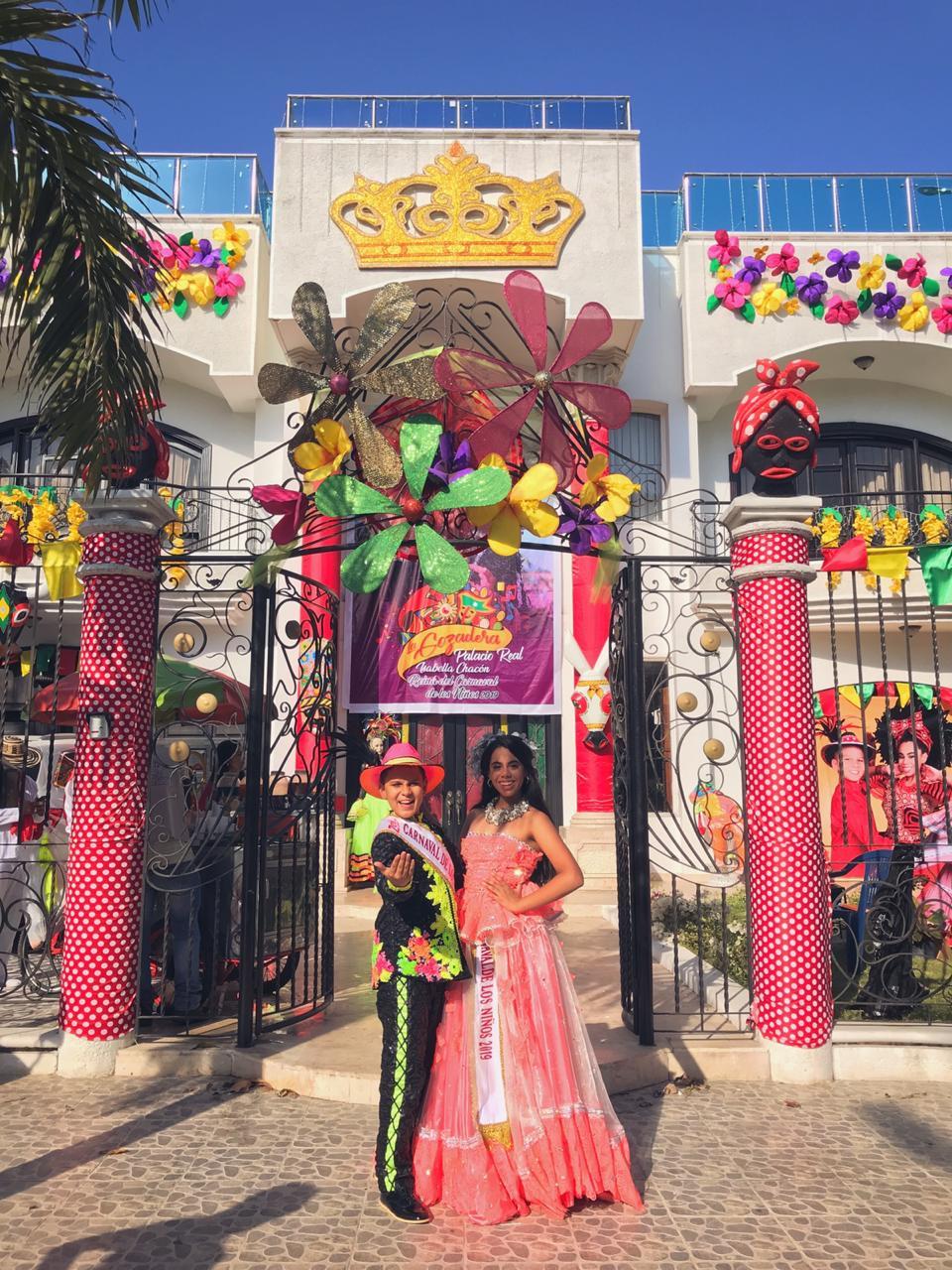 Isabella y Cesar inauguran su Palacio Real 'La Gozadera'