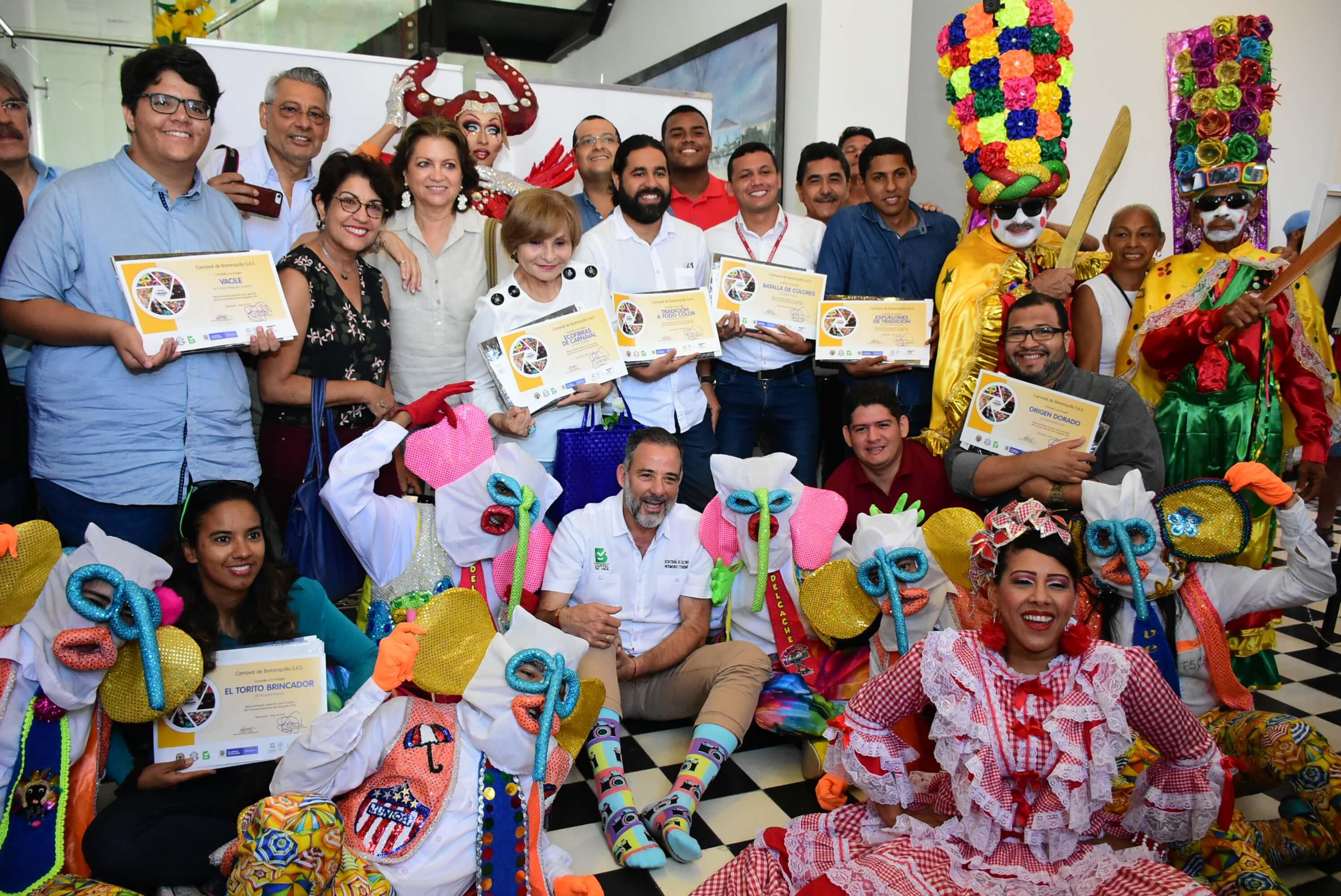 'Los Colores de la Tradición' visten de alegría el Calendario del Carnaval 2019-2020