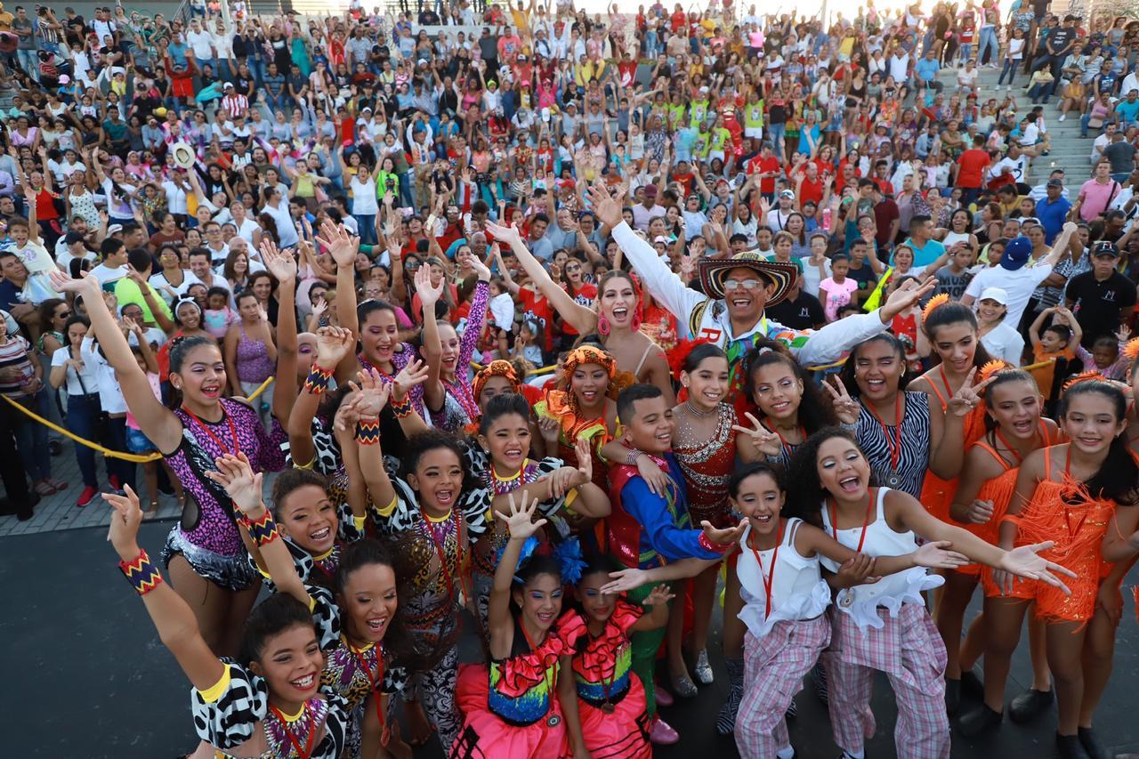Con un lleno total en el Malecón del Río, 'Baila Que Baila' se convirtió en la gran Fiesta de los niños