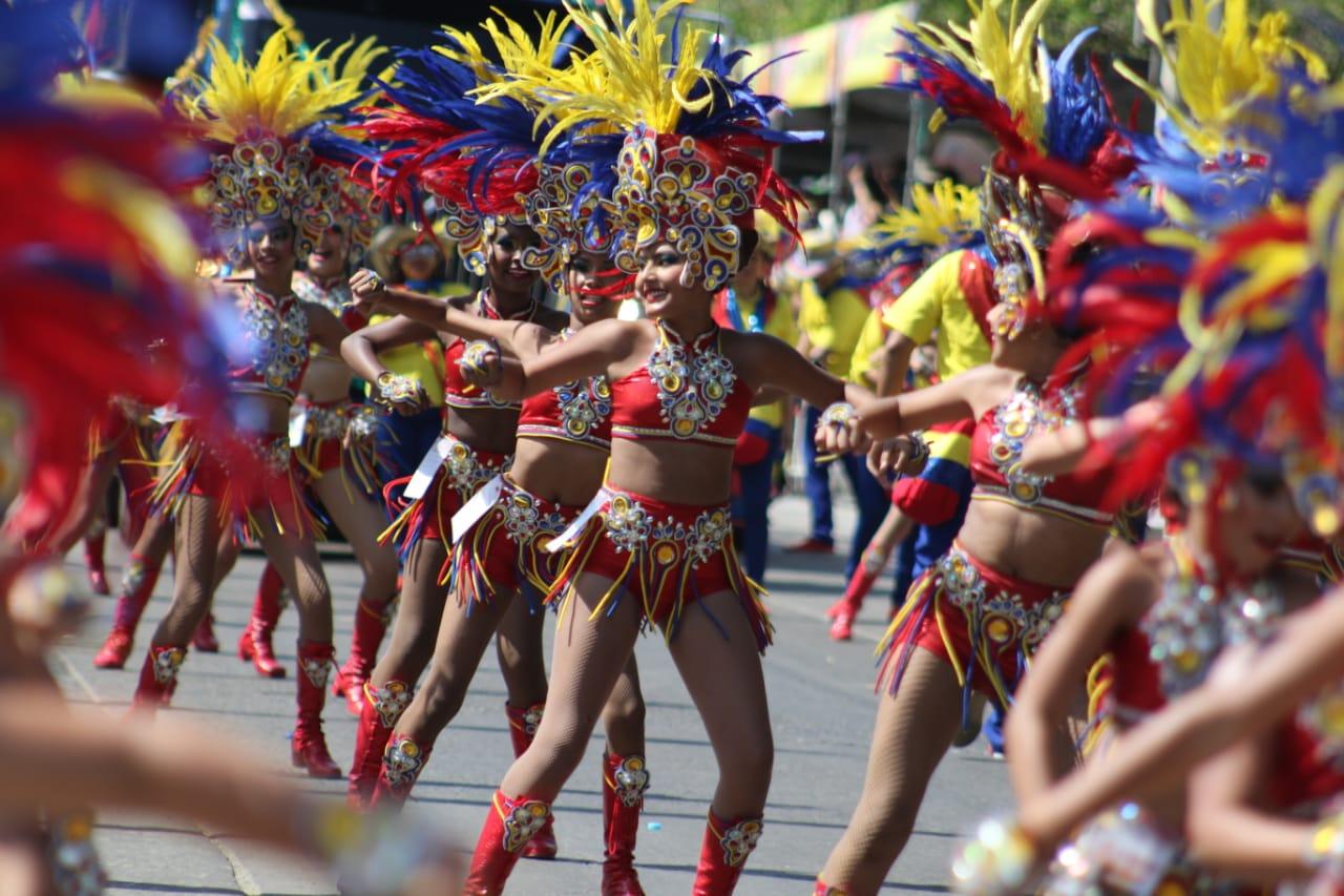 En Gran Parada de Comparsas, la tradición y la fantasía brillaron en todo su esplendor