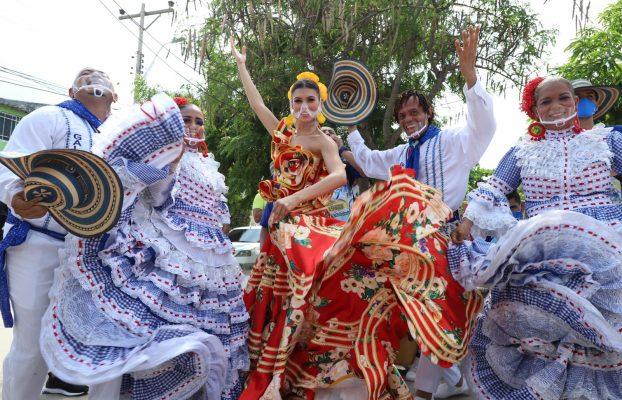 Se mueve el Carnaval, Valeria visita el barrio Santa Helena